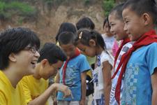 探访贫困家庭的孩子