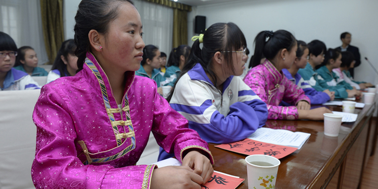 甘肃:春蕾高中生讲述学习情况
