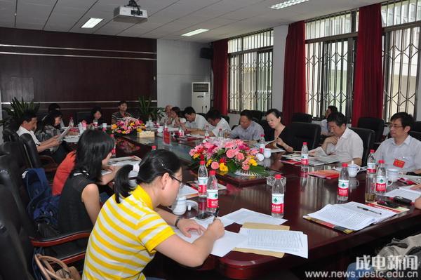 第三代表团讨论党代会工作报告_教育频道_凤