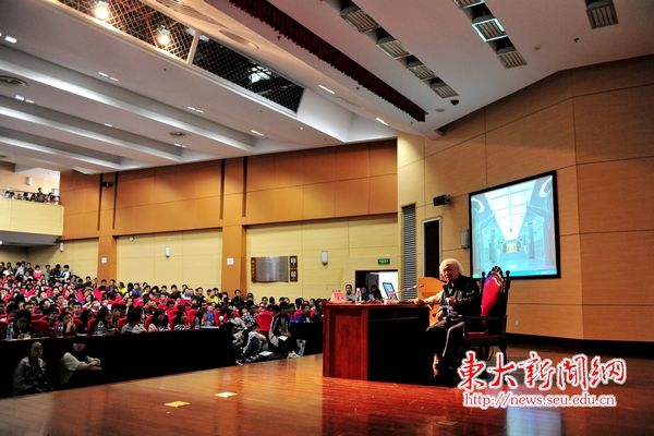 """校文化素质教育中心,图书馆等单位联合主办,是""""2013东南大学新生文化图片"""