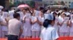 岳阳医生集体静坐 抗议被逼下跪