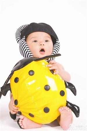 宝宝姓名: 李雨桐 设计台词:我是漂亮的甲壳虫,欢庆六一当然少不了