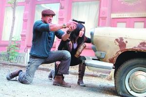 余男/华人性感女星余男参演《敢死队2》,图为影片剧照。
