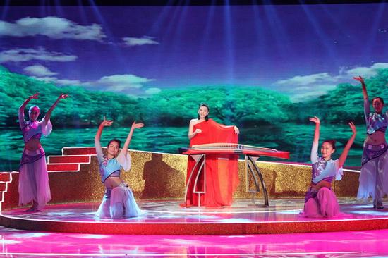 古筝女神 张晓棠演绎怀旧金曲 献唱七夕特别节