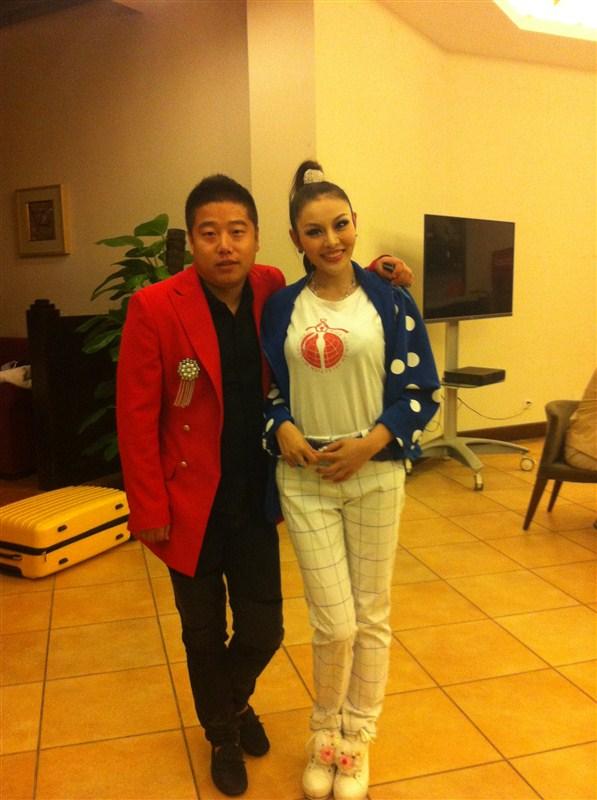 90后超模吳婷與經紀人孟慶松親如兄妹。