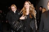 超模吉赛尔·邦辰 (Gisele Bundchen)黑色系皮裤扮相,经典的欧美风。