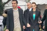 杰西卡·阿尓芭夫妇:杰西卡·阿尓芭(Jessica Alba)和卡什·沃伦(Cash Warren)十指紧扣亮相时装周秀恩爱,两人的西装外套像足情侣装。