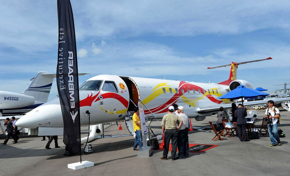 成龙私人飞机亮相新加坡航展 机内奢华空间首次曝光