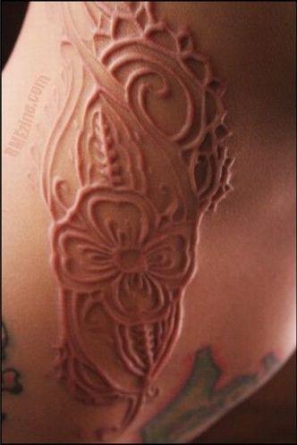 超变态的自虐式雕刻纹身(组图)