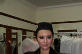 内地小天后尚雯婕着一袭黑色朋克装出现在镜头前接受凤凰时尚的专访。向来穿衣风格独特的她今天依旧很出彩。