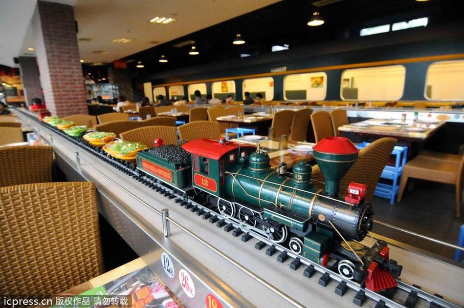 南宁推出火车主题餐厅 火车开动传送美食