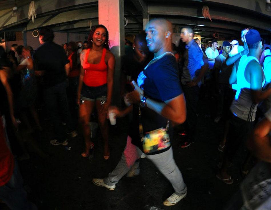 揭秘巴西贫民窟的热辣疯克舞派对_城市频道_
