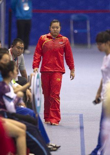 体操世界杯首日-程菲陈一冰等顺利晋级(组图)
