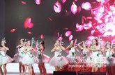 二胡等中国元素融入现场表演