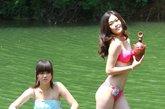 河南,第37届世界比基尼小姐大赛三门峡市(河南赛区)选拔赛的佳丽们在渑池仰韶大峡谷集体采风,仰韶大峡谷秀美的山水让佳丽们流连忘返,大峡谷中到处留下了佳丽们婀娜多姿的美丽倩影。