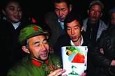 李丙需1955年在河南汝州出生,1973年招入中南海8341部队,其间担任过毛泽东主席的卫士。他1983年从部队转业后开始文学创作,著有多部等著作。