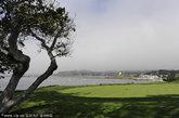 美国加州。如果说到风景和高尔夫球场,加州一点也不逊色。说到自然景色,不得不提塔霍湖(Lake Tahoe)附近的球场;说到豪华设施,不妨前往圆石滩(Pebble Beach)和西班牙海湾(Spanish Bay)等球场。