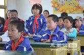 孩子们与老师互动