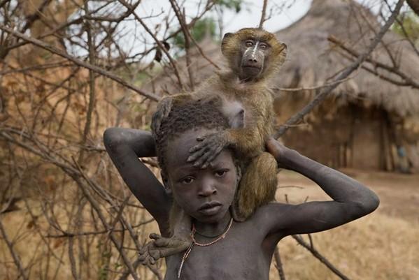 探索非洲最后的原始部落:成人礼上裸体跳(组图