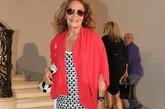 如果说近年来最被时尚圈关注的发布,一定非刚刚结束不久的Dior 2012秋冬高级定制秀了。不但有明星助阵,一众时尚大咖的到场也让这场秀变得话题十足!设计师Marc Jacobs、Diane von Furstenberg、Donatella Versace、Elber Albaz等,绝对难得一见的场景。图为:Diane von Furstenberg
