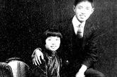 张琴秋(1904-1968.4.22)浙江桐乡人。纺织工业部副部长。1924年入党,曾任红四方面军政治部主任、师长。曾任全国妇联常委。1968年被诬叛徒跳楼自杀,终年64岁。1925年底与沈雁冰(著名作家茅盾)胞弟沈泽民(六届候补中央委员,1933年任鄂豫皖省委书记坚持游击斗争时,因病去世)结婚。1936年 7月与陈昌浩结婚。1941年与陈昌浩解除婚姻关系。1943年春,与原四方面军总医院院长苏井观(1964年时任卫生部副部长时因病去世)结婚。她与沈泽民之女张玛娅1976年因天安门悼念周总理送花圈受迫害,吃安眠药自杀。
