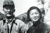 """邓拓(1912-1966.5.18)福建闽侯人。中共中央华北局候补书记、中共北京市委书记处书记。曾任中共北京市委宣传部部长、《人民日报》总编辑和社长、中国新闻工作者协会主席等职。1957年反右时被毛泽东斥责""""书生办报、死人办报"""",说他""""占着茅坑不拉屎""""。《人民日报》总编被撤。文革中,他与胡晗、廖沫沙三人写作的《燕山夜话》、《三家村札记》杂文在报纸上被公开点名批判,是""""反党反社会主义黑帮""""。1966年5月18日自缢身亡(一说服安眠药而死),终年54岁。1979年被平反昭雪。"""
