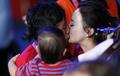 男子拳击49公斤级 邹市明卫冕激吻妻子