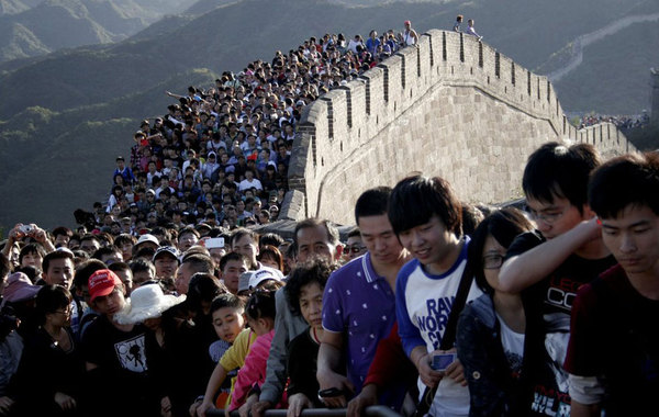 2012年10月3日,八达岭长城日接待游客8.1万人次,比10月2日增加1.2万人次。长城上游人如织,旅游接待高峰期已到来。…