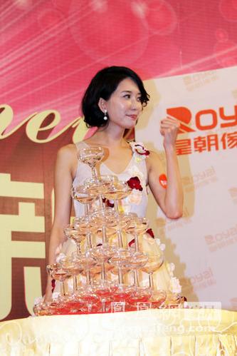 林志玲萌嗲你受得了吗?花朵装甜蜜家私品牌
