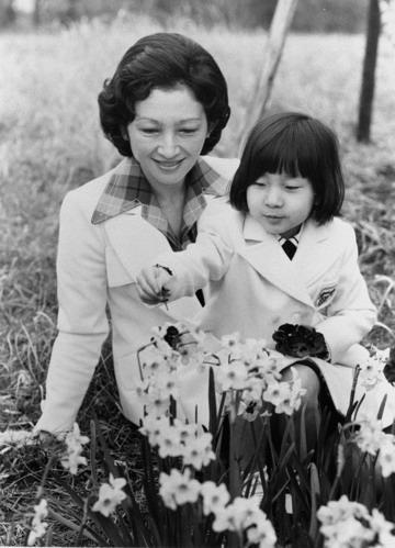 日皇后美智子年轻美照图片