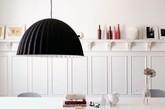 在时尚家居设计中,黑和白的运用是关键。而家居设计中的家具又有着举足轻重的作用,装饰功能大于实用功能。芬兰家具品牌Muuto依托斯堪的纳维亚风格设计为基础,大胆利用了色彩的家具来增加室内设计中时尚感。(实习编辑何丽晴)