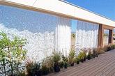 太阳能十项全能竞赛(SD大赛)是全球大学生的实验创作竞赛,旨在借顶尖设计实现太阳能与建筑的紧密结合,推动节能减排的技术发展。LISI的家园设计,不仅捕捉到能量平衡点,创造了一种简单的能源守护形式,而且还利用移动窗户门面连接室内外空间,并且将太阳能运用到充电中。除了超现代的设计,可爱的露台和室外垂直花园也很吸引人,适中的价格也让该设计拥有广阔的市场前景。(实习编辑张怡)