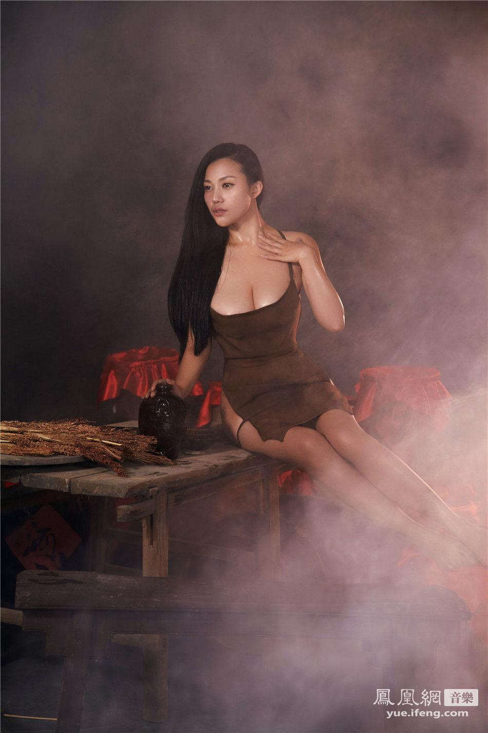 H奶 苏梓玲 全裸 出镜 红高粱图片