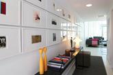 如果你对色彩和创意情有独钟,那么我相信你会喜欢这个来自芝加哥的设计,设计师选用戏剧元素作为整个空间的连接点,色彩跳跃,内饰也丰富多彩,使整个室内呈现十足的趣味性。