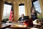 美男子斥资百万元仿建总统办公室 得到布什肯定