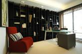 业主是一个特别注重细节和沉稳的人,所以装修的就提出两点,简约实用,时尚大方!所以客厅多元化的艺术魅力,就在于对装饰淋漓尽致的运用,且不论时代如何变迁,都能在其中出现新突破。黑与白,永恒的经典!鹅卵石的铺设,又是一道靓丽!黑色地板、黑色阶梯黑色餐桌椅,直接从客厅到餐厅的过度,在简约风格中我们不难找到更适合生活的多元化装饰细节。2座艺术美女雕塑,在此增加了不少艺术气息!(实习编辑:李黎星)