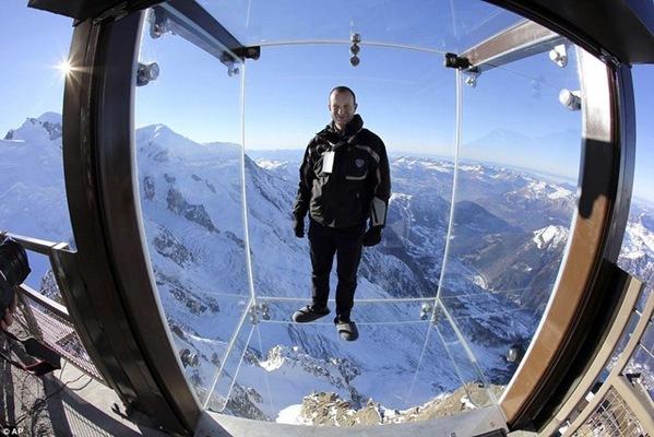 挑战极限的玻璃观景台 四千米阿尔卑斯巅峰一览无遗