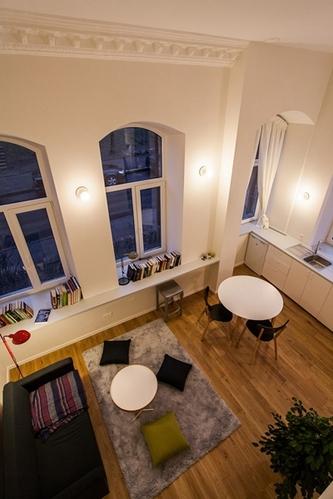 立陶宛24平米微公寓 白色墙壁与橡木地板的个性之家