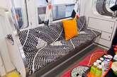 """为了宣传即将开张的立川店,日本IKEA打造了一个""""IKEA牌""""的「Party Train」狂欢地铁。"""