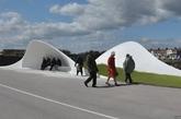 英国西萨塞克斯郡的利特尔汉普顿,设计师弗拉纳根-劳伦斯设计的贝壳形休息区。(实习编辑:温存)