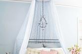 床品。室内设计师詹妮·阿曼建议,为了营造出更狂野的气氛,就应该选那些奢华面料,如丝绒和绸缎的混合品制成的床品。亮色、深红色或粉色的床品能给人香艳的感觉。(实习编辑:温存)
