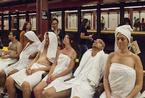"""纽约地铁站现露天""""桑拿浴室"""" 乘客当众脱衫享受"""