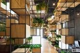 绿色的模块化设计,回收钢筋做主要架构,这是由penda建筑和设计工作室设计的一家北京的咖啡厅。penda建筑和设计工作室通过使用再生钢筋作为模块的隔断,来打造咖啡厅的内部。作为有着严重污染的城市之一的北京,这种绿化设计无疑得到了肯定,计划目的是作为一个先例,将鼓励中国其他城市实施类似的环保建议。(实习编辑:温存)