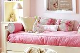 无论是哪一个年龄阶段的女孩,都曾经迷恋过粉红色和公主吧,儿童房的设计上,不妨尊重孩子的意见和喜好,给可爱的她一套如爱丽丝梦游仙境般的儿童房,明朗灿烂的颜色绝对会让孩子每天心情舒畅。(实习编辑:温存)