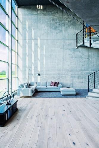 遵循自然弯曲线条感 实木地板回归本真之美