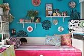 花朵抱枕。抱枕,已经成为家居必不可少的装饰品,增添舒适之余又能彰显个性。而缤纷的花朵图案抱枕,则更是居室内的调色良方,为空间带来一丝春的娇媚。