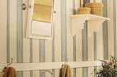 摩登墙面。在墙面装饰方面,室内装饰师有N种应用条纹元素的方法。不规则的条纹搭配,或各种条纹拼贴都摩登感十足,勾勒出不一般的艺术气息。