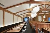 721幸福牧场2012年建于上海浦东区,是一家日本烤肉餐厅。清新的牧场风格得以让人们透过窗口静观这纷扰的城市, 帮助人们审读自我生活,记载的各种形形色色的人们对美好事物的憧憬和渴望。用餐时刻, 除了美食之外, 人们也能在身心完全放松地饱餐一顿的时候得到幸福感。(实习编辑:陈尚琪)