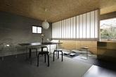 """Ogawasekke是位景观设计师,近期他买下了位于岐阜县中心附近的一处二层楼的住宅,并改造成了自己的办公室,整个空间家具选择也是十分的精致简约,十分符合日式的氛围,最重要的是,Ogawasekke决定要在办公室内建立一个""""花园"""",让枯燥的办公生活也充满生机。(实习编辑:陈尚琪)"""