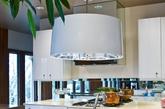 一位好厨师不仅要关注食物的味道,更要兼顾它的色泽、造型。因此,厨房的灯光设计也是比较重要的一个环节。灯光可以使美食保持一个良好的视觉效果,让烹饪过程倍加乐趣。(实习编辑:陈尚琪)